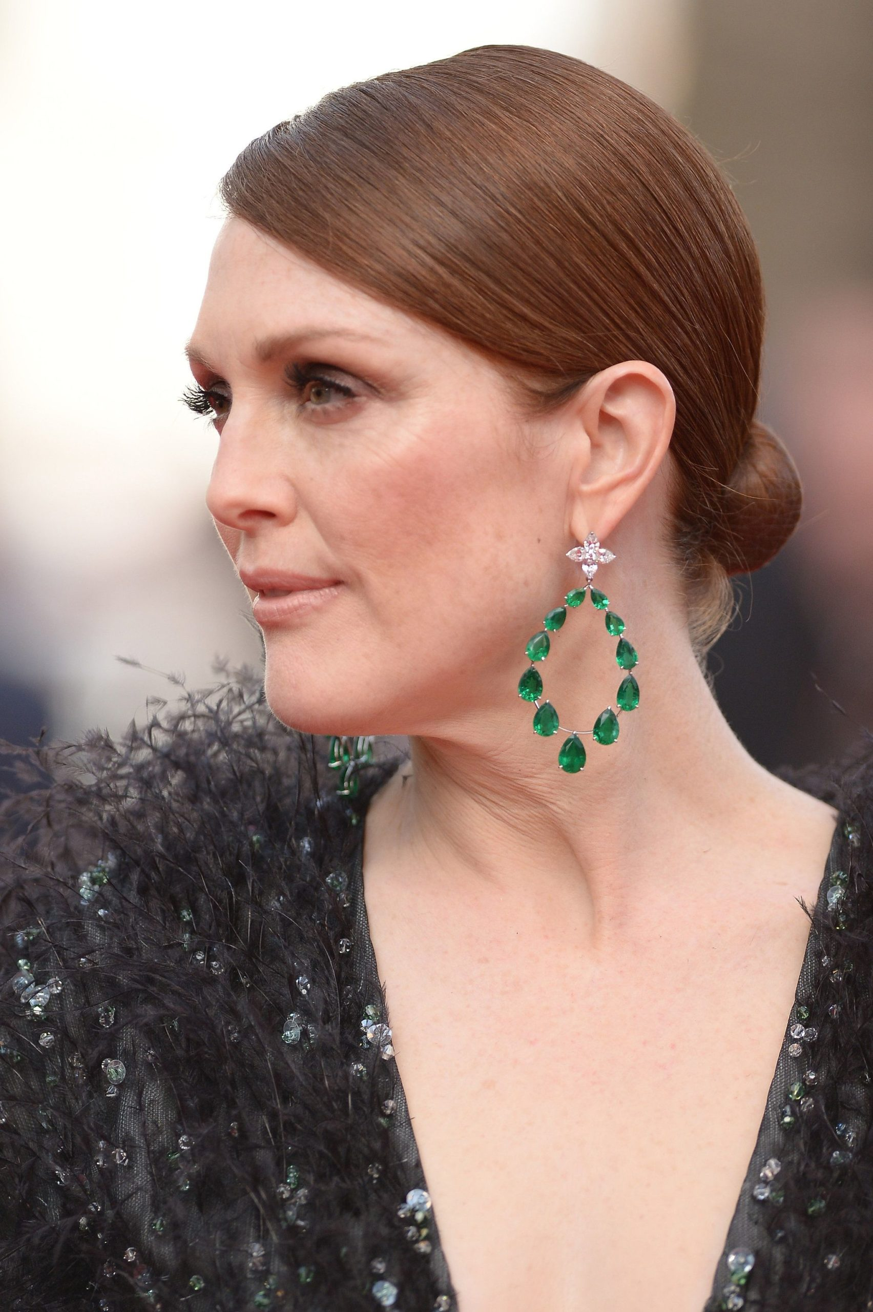 Emerald Hoop Earrings Styling Guide and Various Types